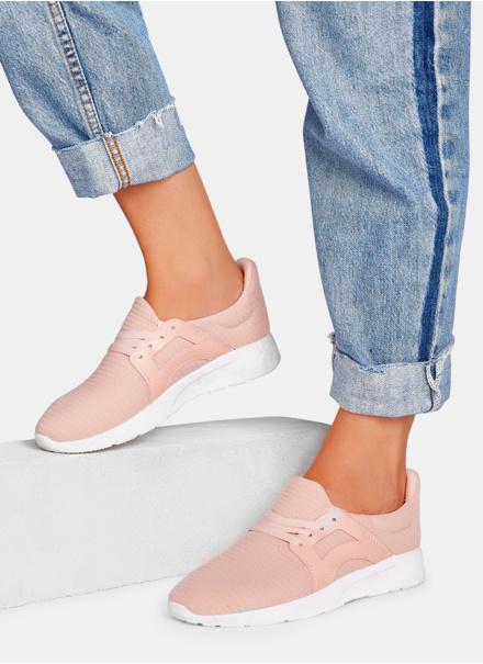 różowe buty sportowe
